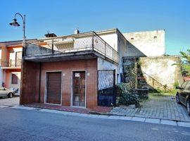 Semindipendente in centro con terrazzo a Castel Baronia
