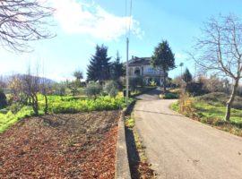 Tenuta di campagna con 50.000 mq di terreno a Castelfranci