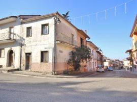 Casa semindipendente nel centro di Castel Baronia
