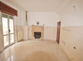 Casa in centro con cantina e mansarda a Casatel Baronia