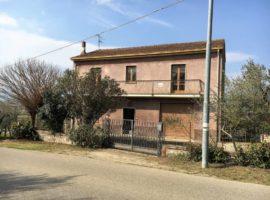 Casa indipendente con terreno ad uliveto a Fontanarosa