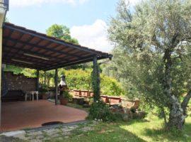 Casa indipendente con 10.000 mq di terreno a Montemarano