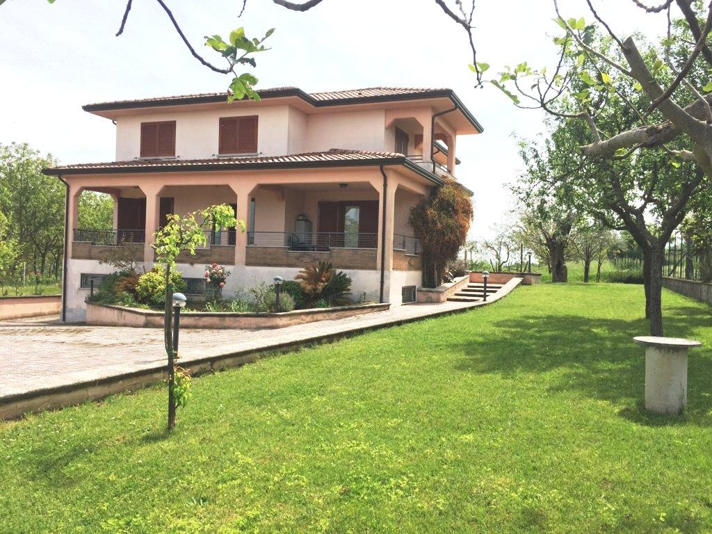 Villa indipendente con terreno a Montemiletto