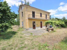 Casa indipendente con 3000 Mq di terreno a Mirabella Eclano