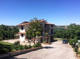 Villa indipendente con giardino a Montemiletto