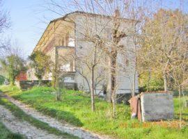 Semi-indipendente con giardino a Sant'Angelo dei Lombardi