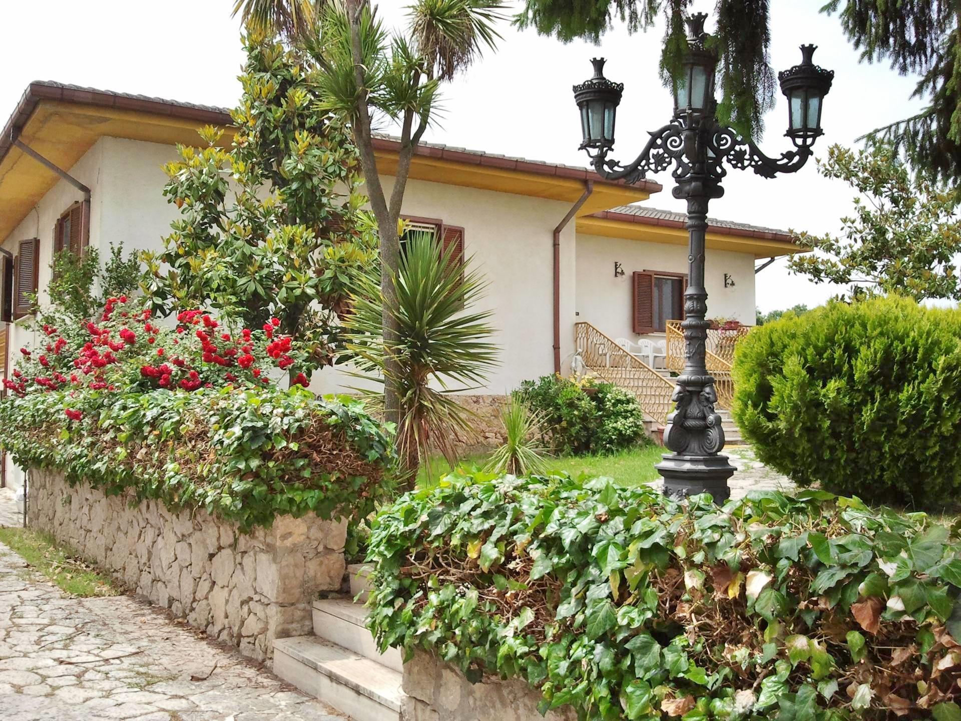 Villa singola con terreno a sturno casagrin case con for Case con 4 camere da letto con seminterrato finito in vendita