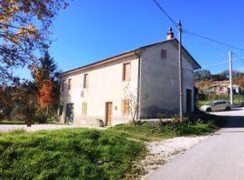 Casa indipendente con giardino a Montemarano
