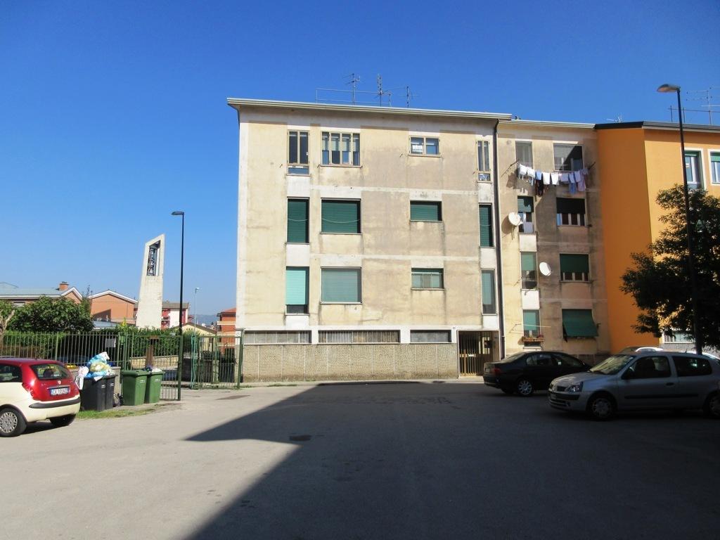 Appartamento di 90mq con cantina in rione mazzini for Case in affitto con cantina
