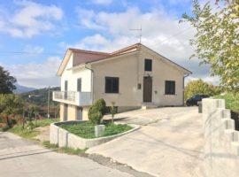 Villetta con 4.200 mq di terreno a Castelfranci