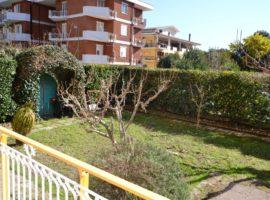 Appartamento di 120 mq con giardino e box