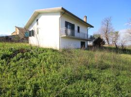 Villetta con terreno di 10.000 Mq a Paternopoli