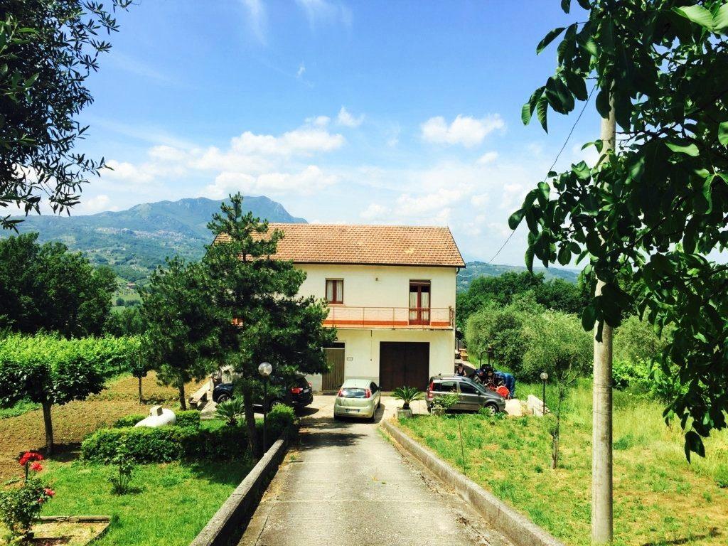 Casa indipendente con ampio terreno a Castelfranci