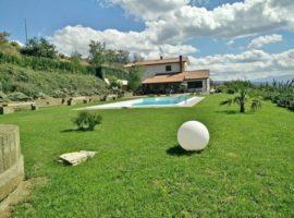 Lussuosa villa con piscina e terreno a Apice