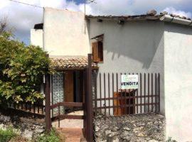 Villino indipendente con giardino a Castelvetere Sul Calore