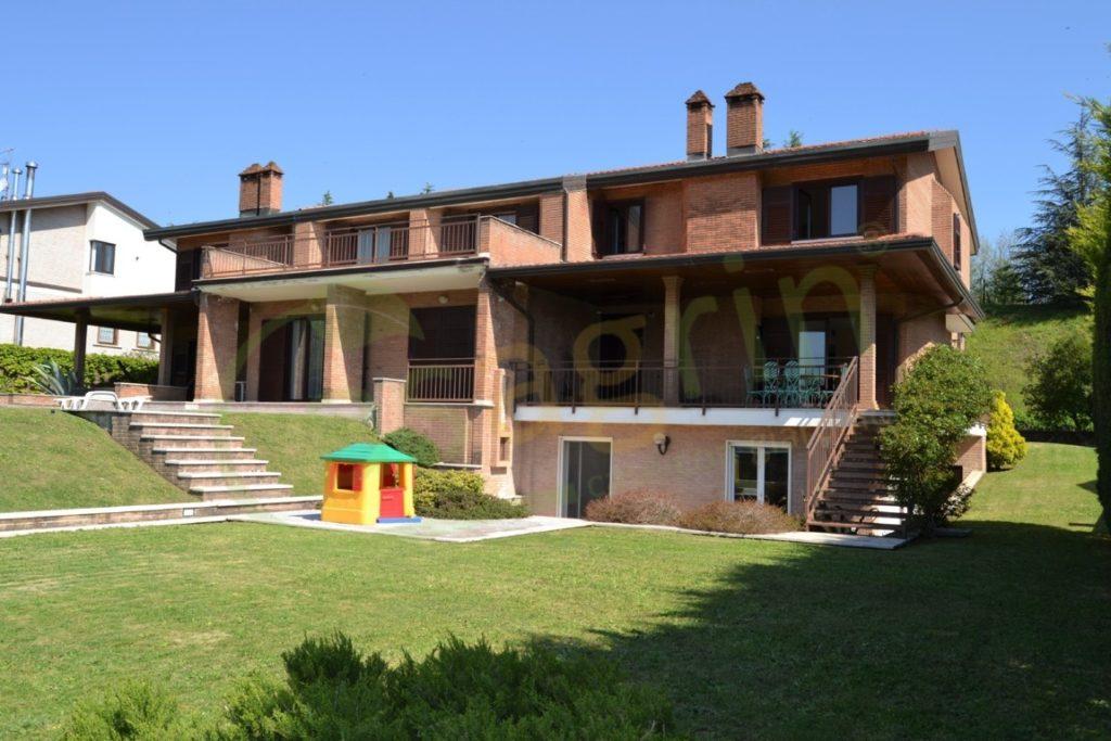 Porzione di bifamiliare di 500mq con appartamento indipendente in Parco degli Archi