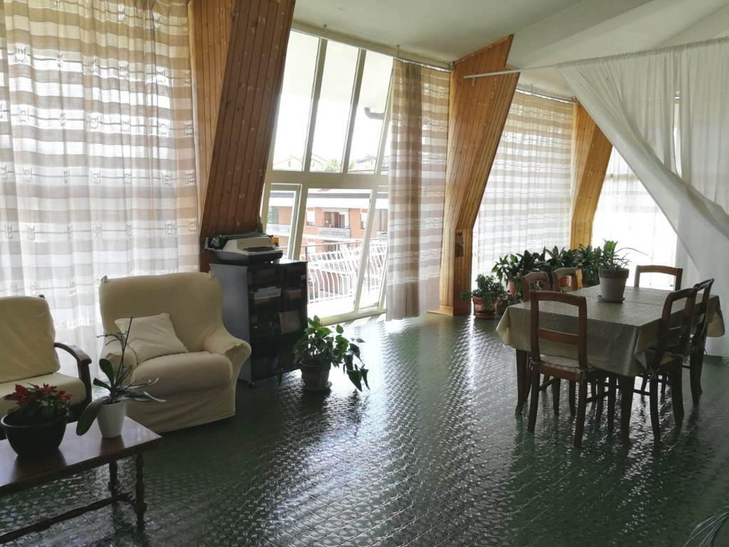 Appartamento di 130mq con 70mq di terrazzo verandato e 60mq di ...