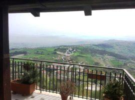 Casa con terrazzo panoramico a Montefusco