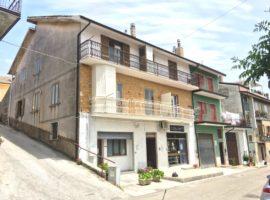 Due appartamenti nel centro del paese a Montemarano