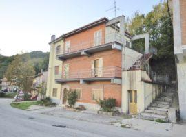 Appartamento con piccolo terrazzo a Vallata