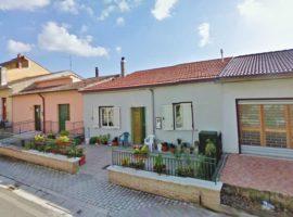 Casa a schiera con cortile a Castel Baronia
