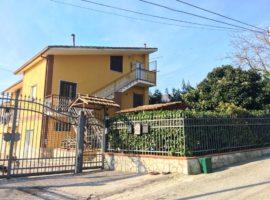 Appartamento mansardato in villa ad Atripalda