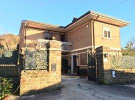 Villa con giardino ad Atripalda