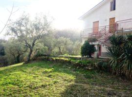 Casa singola con terreno a Montemarano