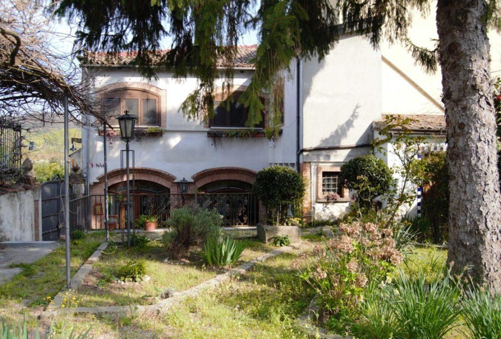 casa con giardino e appartamento indipendente ad Avellino