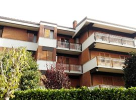 Appartamento di 130mq in Parco Capozzi con ampio giardino condominiale