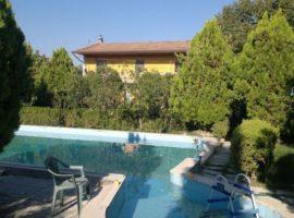 Villa indipendente con piscina ad Apice