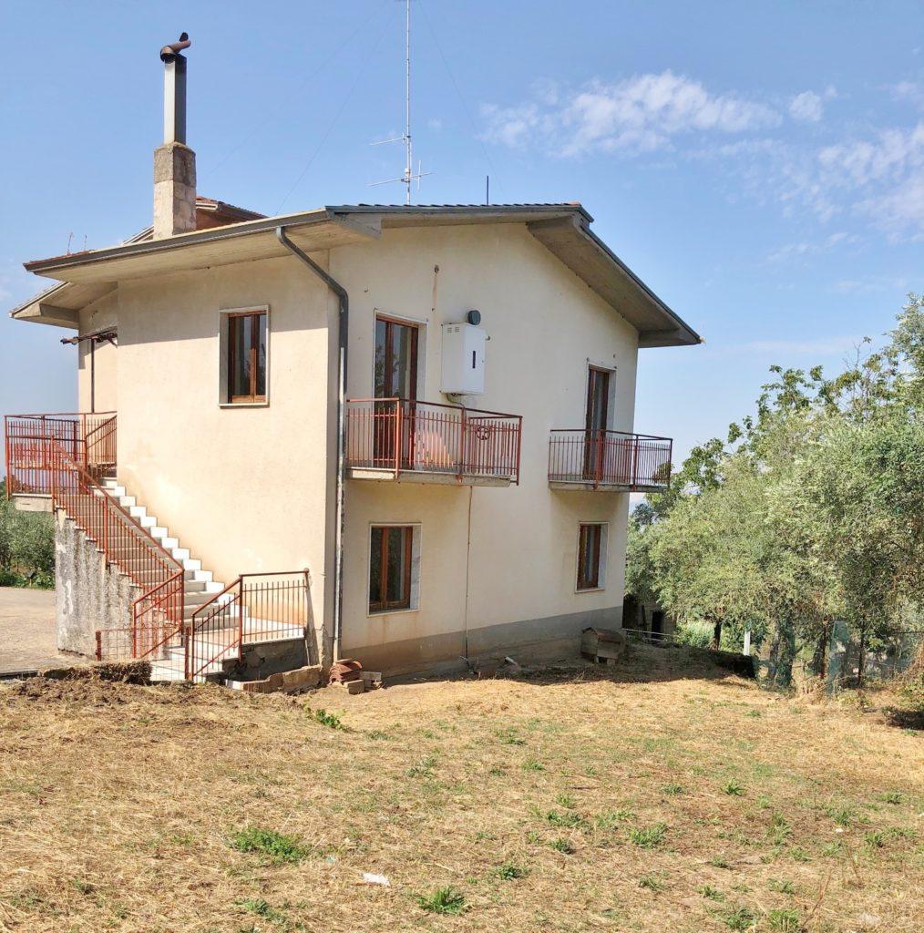casa indipendente con 1500 mq di terreno