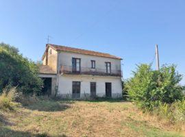 Casa indipendente con terreno di 7182 Mq a Bonito