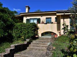 Villa singola di 300mq con oltre 1000mq di giardino