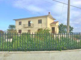 Casa indipendente con 2600 Mq di terreno a Castelvetere sul Calore