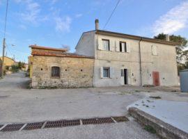 Casa semindipendente in borgo storico a Scampitella