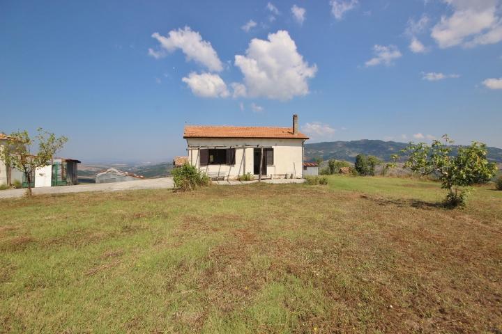 casa indipendente con 2800 mq di terreno a guardia lombardi