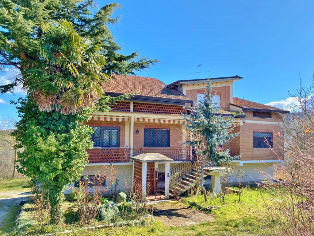 villa indipendente con terreno e deposito