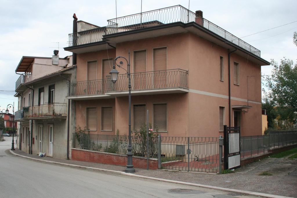casa indipendente con giardino e terrrazzo panoramico a taurasi