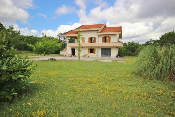 villa-con-terreno-di-1800-mq-guardia-lombardi-avellino