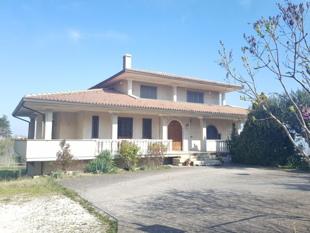 villa indipendente con terreno a pietradefusi