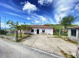 Indipendente su unico livello con giardino a Montefusco