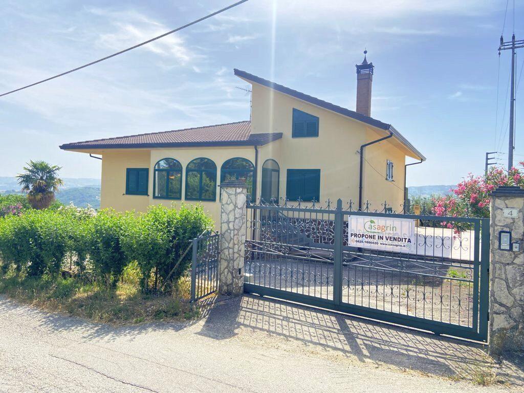 villa-indipendente-con-terreno-a-montemarano