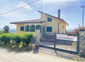 Villa indipendente con terreno a Montemarano