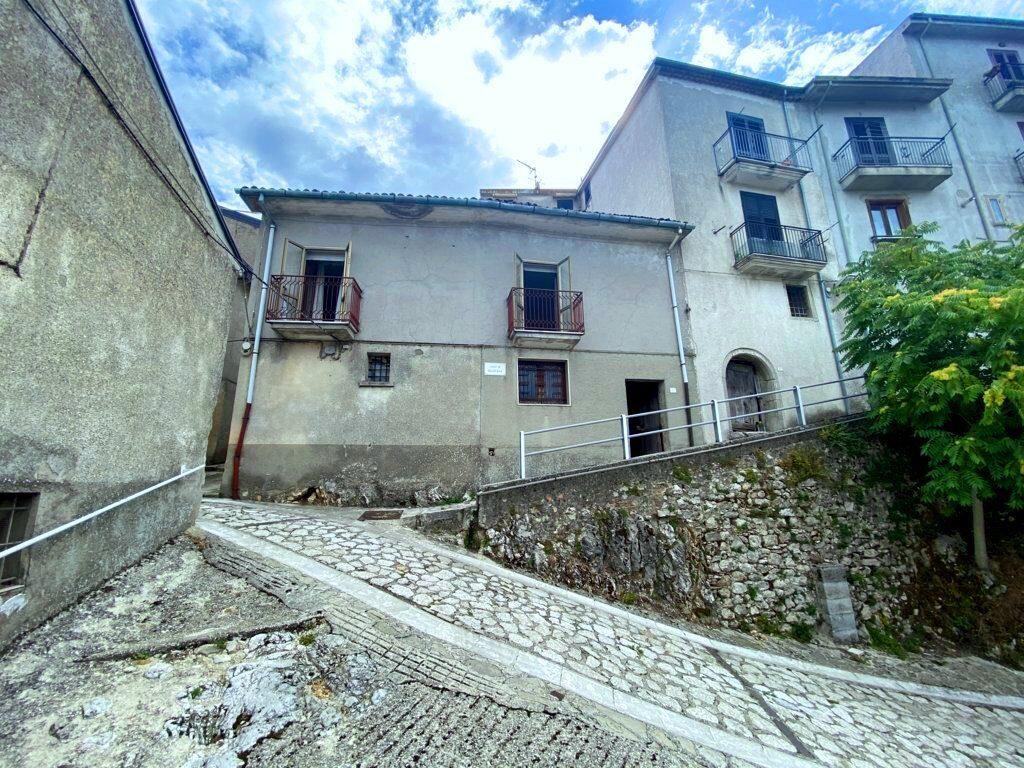 semindipendente-nel-centro-storico-di-montemarano